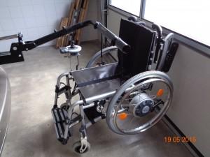 Anhängen des Rollstuhls am Liftarm